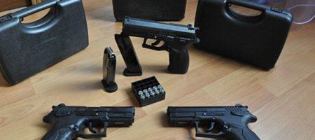 Под носом у прокуратуры: одесская полиция выдает разрешения на оружие псевдожурналистам