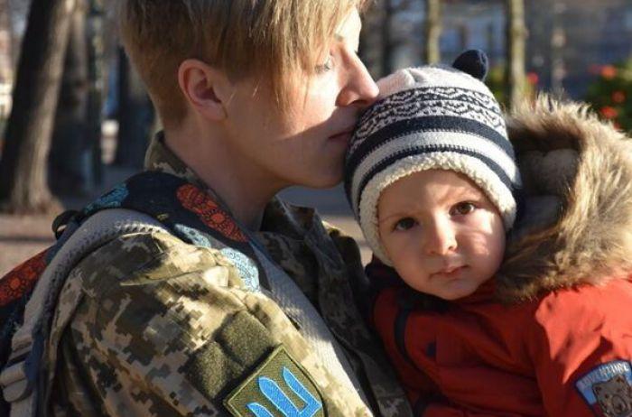 Украинцев растрогала до слез история любви девушки-воина ВСУ