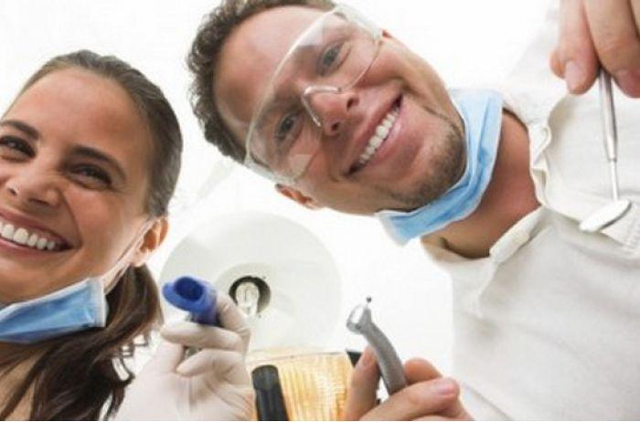 К апрелю в Украине уволят до тысячи зубных врачей