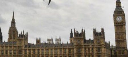 Лондон приравнял герб Украины к символам терроризма: разразился скандал. ФОТО