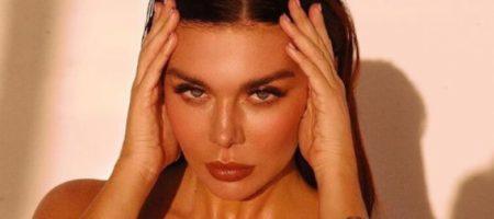 Седокова засветила обнаженную грудь на камеру: горячее фото