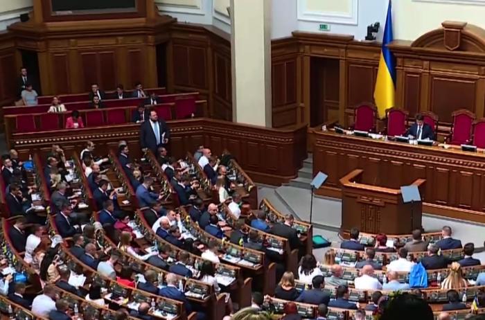 Свершилось! Нардепов станет меньше: Рада поддержала сокращение парламента