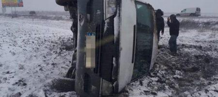 В Запорожской области перевернулась маршрутка: 5 пассажиров увезла скорая. ФОТО