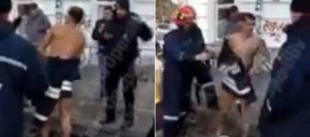 В Киеве из канализации вытащили обнаженного мужчину. ВИДЕО