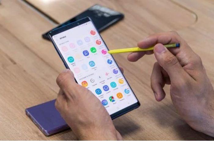 """Заряд тает на глазах: самые """"ненасытные"""" приложения для Android"""