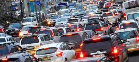 ЧП в Киеве: перекрыт въезд и выезд из города, люди бросают машины и идут пешком. ВИДЕО