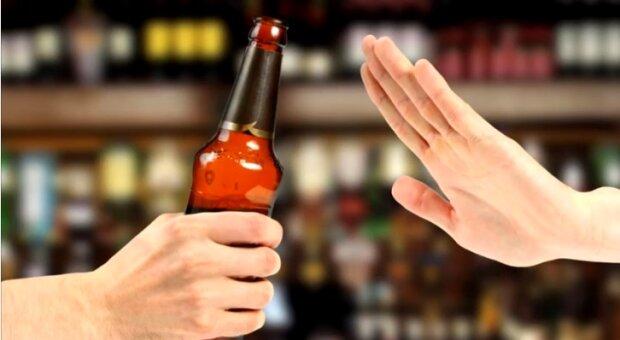 Может закончиться реанимацией: как понять, что алкоголь вот-вот свалит с ног