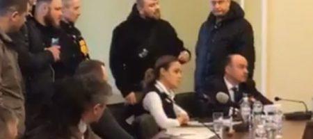 """""""Ганьба! Встали и вийшли!"""": нардепа Королевскую """"ласково"""" встретили во Львове. ВИДЕО"""