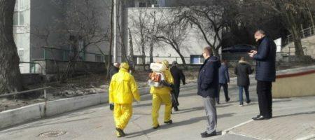 Киев заполонили люди в спецкостюмах для защиты от коронавируса: что происходит? ФОТО