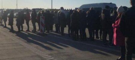 """Тысячи украинцев оказались в """"ловушке"""" на границе: красноречивые фото"""