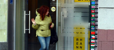 «100 гривен за доллар»: украинцев предупреждают об обвале курса