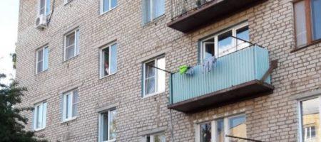 В Одессе мать вытолкнула ребенка с 5 этажа и выпрыгнула за ним сама
