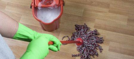 В воду для мытья полов рекомендуют добавить соль