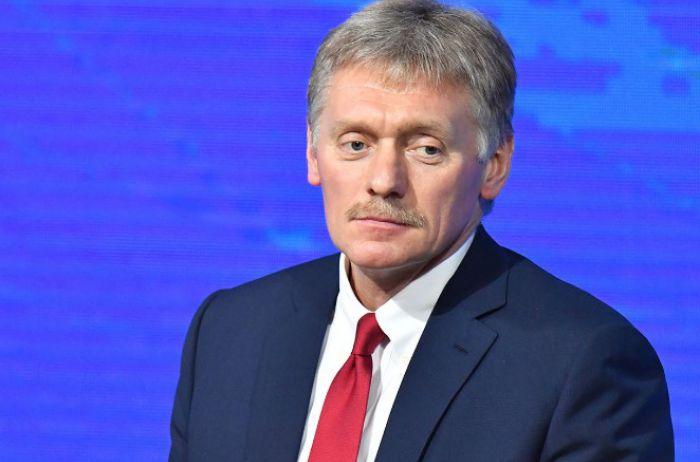 """Песков объяснил, почему вирус до сих пор не """"зацепил"""" Путина"""