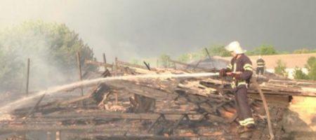 На Хмельнитчине молния устроила масштабный пожар на ферме