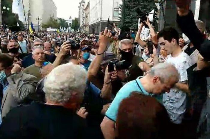 «Зелю геть!»: Сторонники Порошнеко пикетируют Офис президента Зеленского (ВИДЕО)