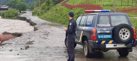 Ливни в Карпатах: началась эвакуация (ВИДЕО)