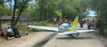 В Одессе возле гипермаркета упал легкомоторный самолет: есть погибший