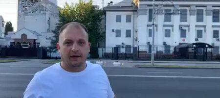 Мэр Конотопа сжег российский флаг под посольством РФ и записал обращение ватнику Шарию ВИДЕО