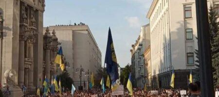 В центре Киева протестуют против перемирия на Донбассе