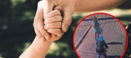 В Тернополе женщина хотела украсть девочку: ВИДЕО происшествия