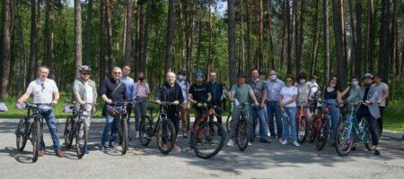 Стало известно, во сколько обошлась украинцам прогулка Зеленского с журналистами
