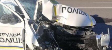 В Луцке полицейский автомобиль протаранил столб: пострадали два человека