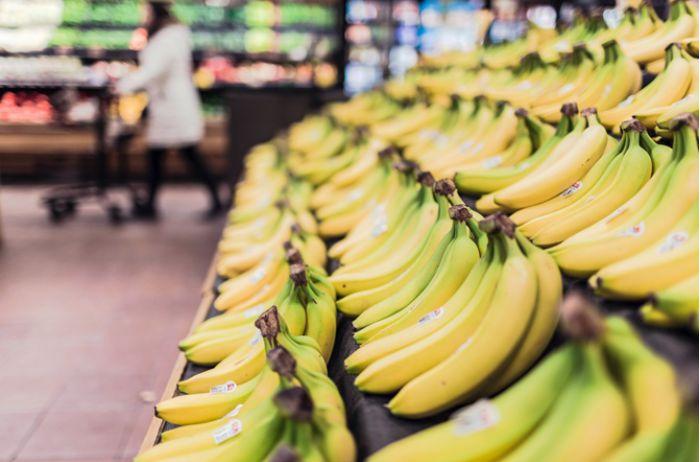 Стало известно, почему яблоки в Украине дороже бананов