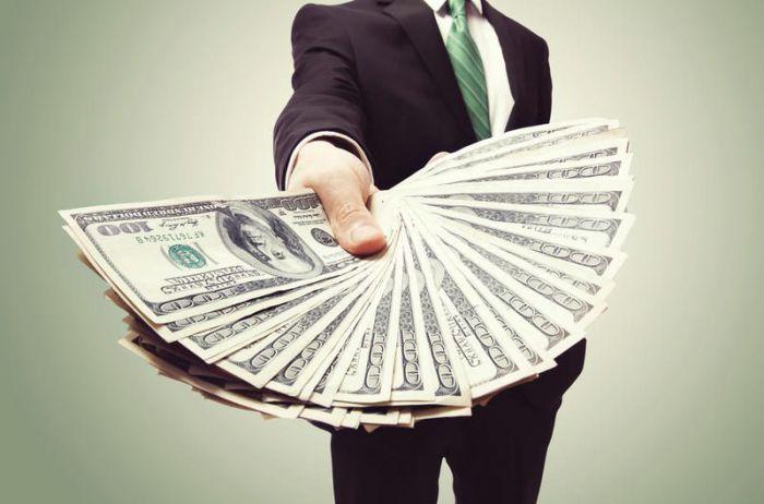 Пенсионер стал миллионером благодаря ошибке кассира. ФОТО