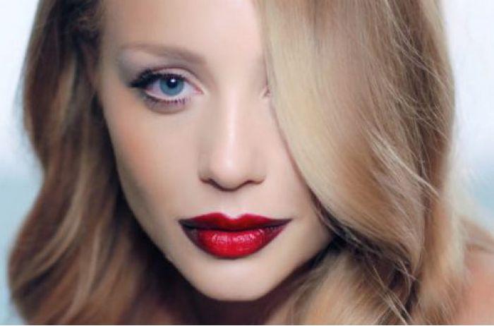 Тина Кароль в обычной жизни: как выглядит 35-летняя звезда без красной помады (ВИДЕО)
