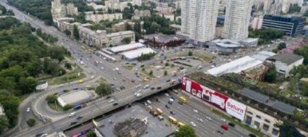 В Сети – волна гнева на водителей, которые ездили в Киеве по свежеуложенному асфальту (ВИДЕО)