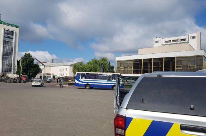 Захватчик в Луцке заявил о заложенной взрывчатке, часом ранее он стрелял (ВИДЕО)