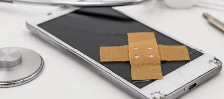 Названы вещи, которые опасно держать рядом со смартфоном