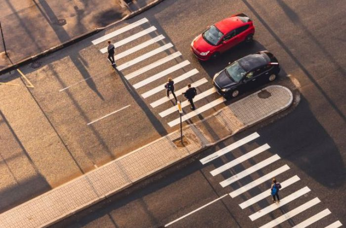 Что делать пешеходу, если столкновение с автомобилем просто неизбежно