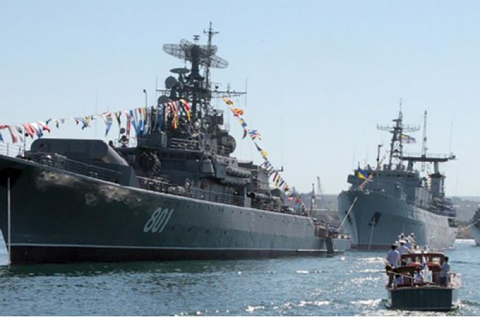Кремль делает Азовское море своим внутренним: украинские корабли не пропускают через Керченский пролив