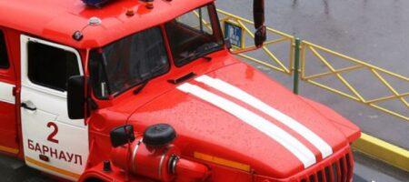 В России пожарная машина протаранила движущийся поезд (ВИДЕО)