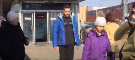 В Киеве у метро неадекват с ножницами бросался на людей