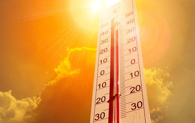 Будет плавиться асфальт: в какие регионы Украины идет невыносимая жара