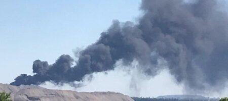 Донецк после взрыв накрыло черным дымом (ВИДЕО)
