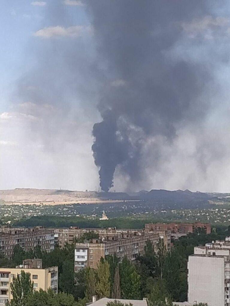 Донецк после взрыв накрыло черным дымом (ФОТО+ВИДЕО)