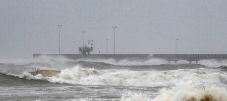 На Техас обрушился мощный ураган (ВИДЕО)