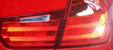 Что означает, если водитель моргает то левым, то правым поворотником