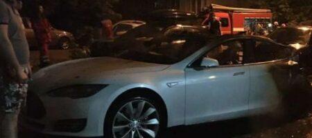 У Києві горіла Tesla Андрія Богдана