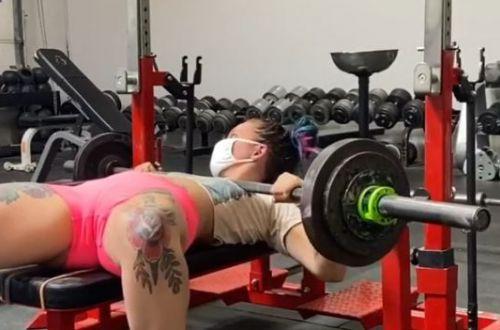 Спортсменка уронила на лицо штангу: момент попал на ВИДЕО