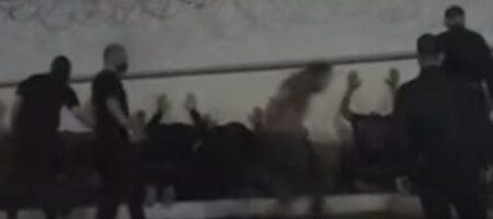 Как в Минске избивали протестующих: ВИДЕО, снятое в тюрьме