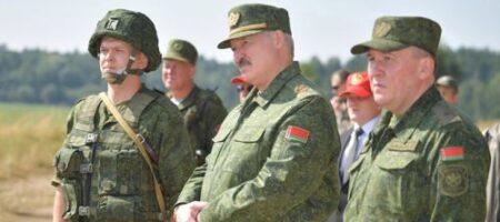Лукашенко в военной форме привел войска в полную боевую готовность