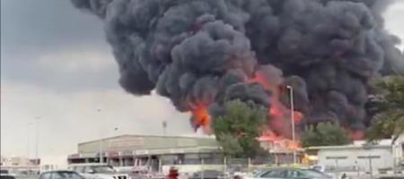 В ОАЭ горит крупнейший рынок страны (ВИДЕО)