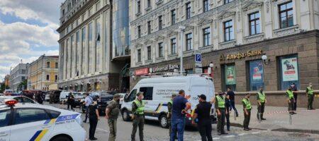 В Киеве террорист захватил банк с заложниками: угрожает взорвать весь ТЦ (ПОДРОБНОСТИ + ВИДЕО)