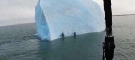 В океане перевернулся айсберг с находящимися на нем людьми (ВИДЕО)