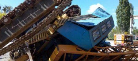 В Харькове вместе с крановщиком рухнул огромный строительный кран (ФОТО)